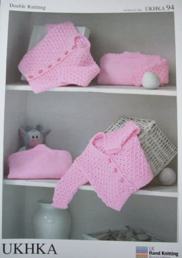 UKHKA 94 DOUBLE KNITTING BABY KNITTING PATTERN 4 STYLES TO FIT CHEST 36-61 CM